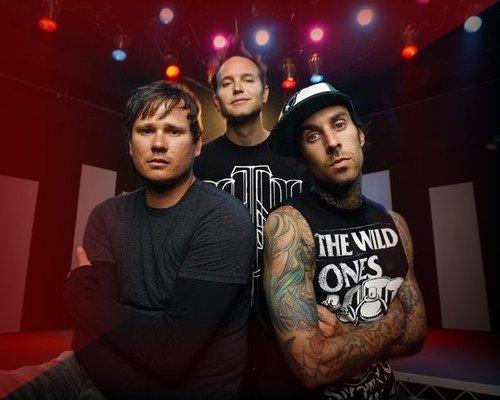Blink 182 vuelve con Neightbordhoods después de ocho años