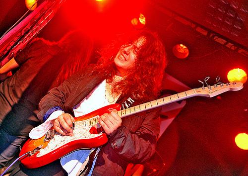 Burnining Kingdom fichan al vocalista Danny Vaughn
