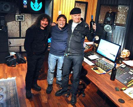 Warcry mezclando su nuevo disco con Mika Jussila en Finlandia