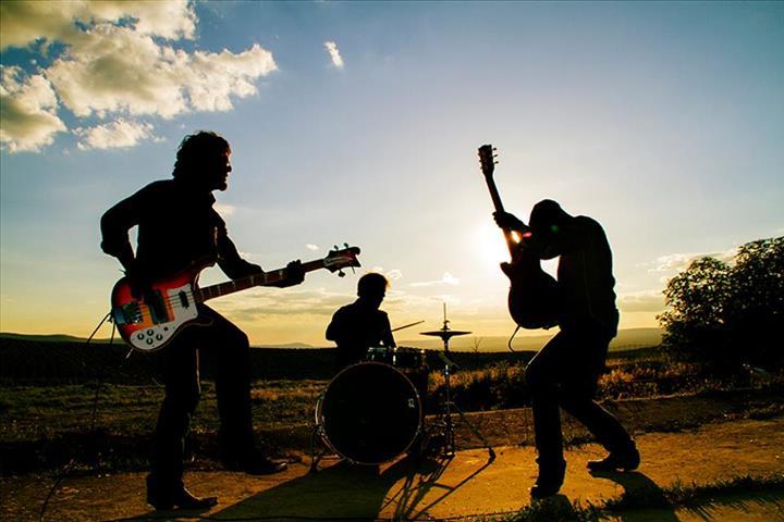 La banda de Úbeda A LA CALLE presentan su disco debut