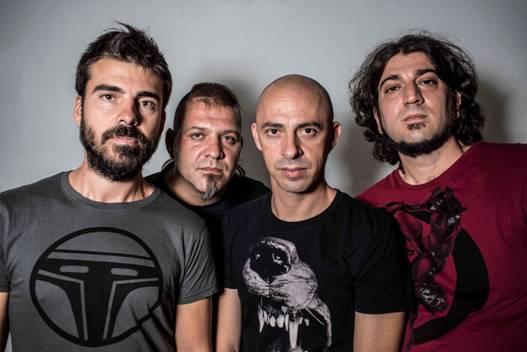 """CON MORA estrenan el tercer videoclip """"Con La Venia"""" de su último disco"""