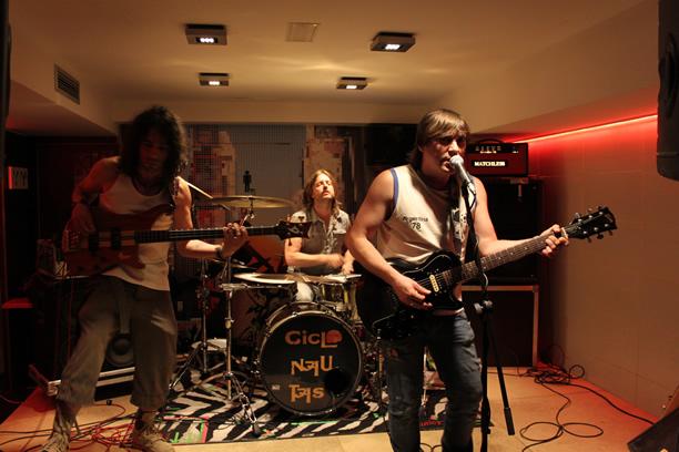 Ciclonautas ultimando la grabación de su primer disco
