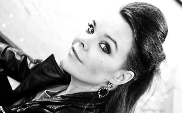 Anette Olzon (ex-Nightwish) retrasa álbum debut