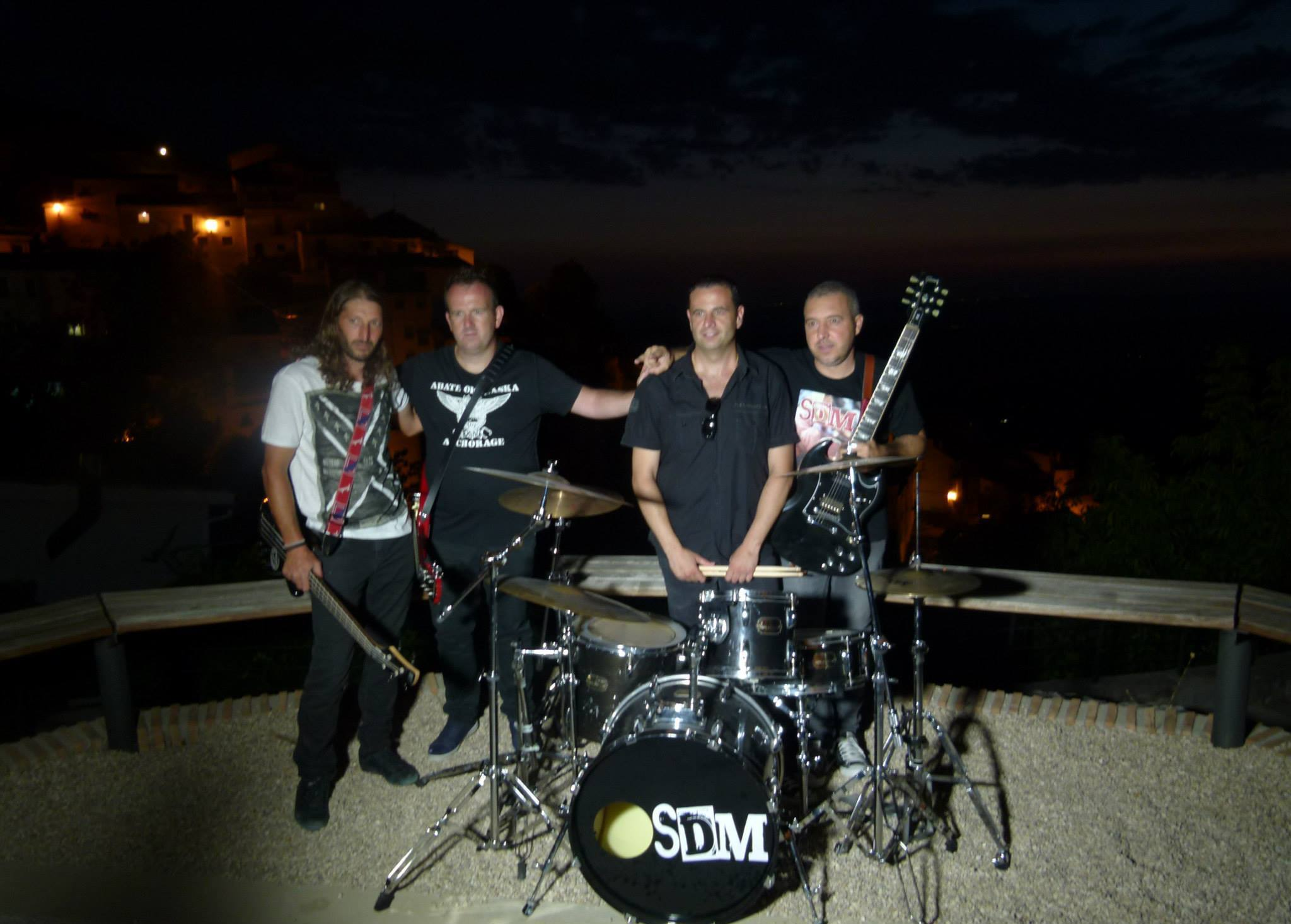 La banda Jienense SDM edita su primer disco al mercado.